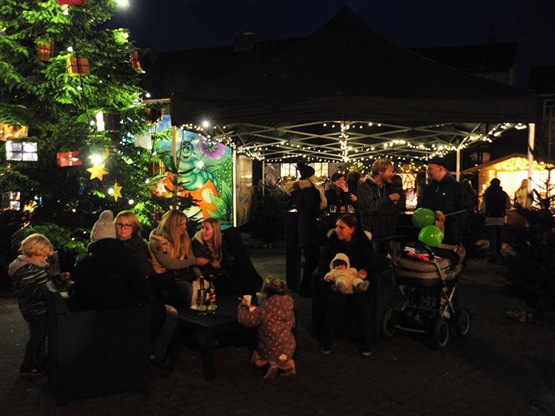 weihnachtsmarkt-dorfplatz-agl-lindlar.jpg