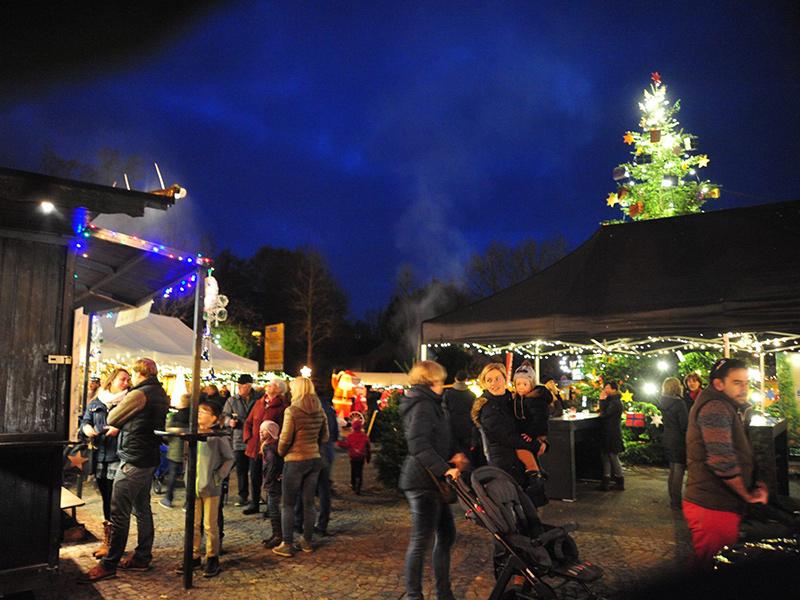 weihnachtsmarkt-weihnachtsbaum-agl-lindlar.jpg